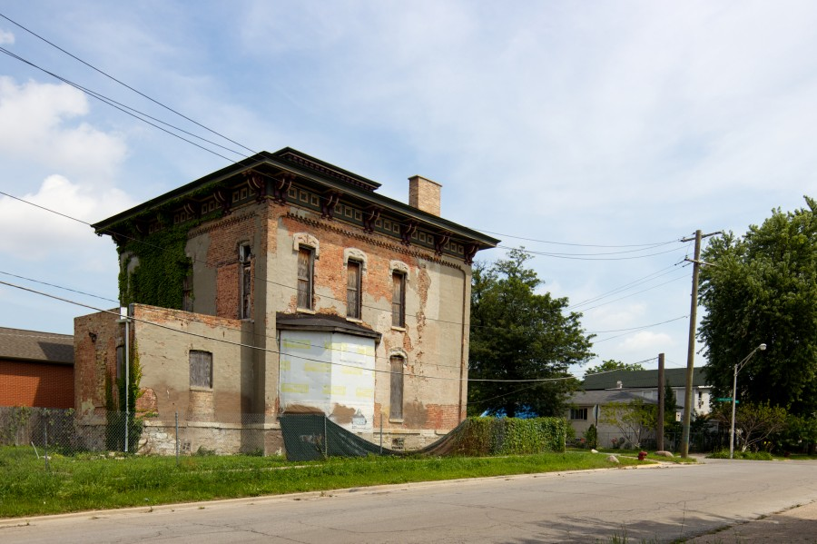 DuPont Whitehouse House. John Morris/Chicago Patterns