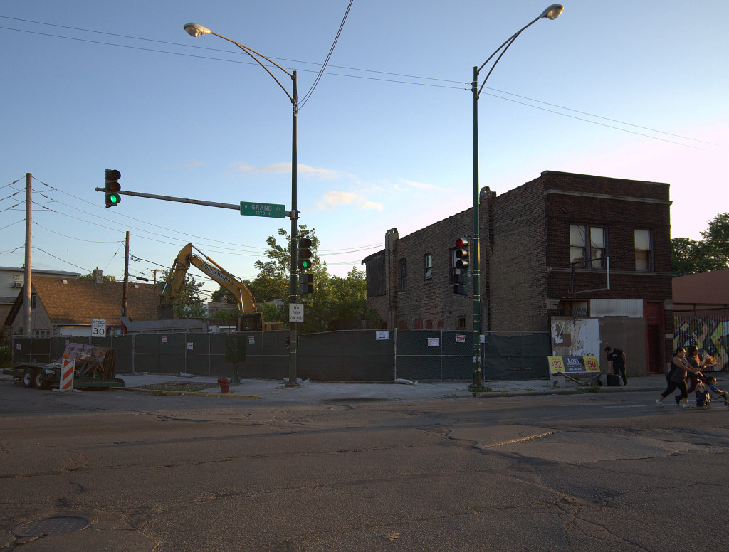 Demolition is finished on the former Standard Brewery tied house, early evening on Tuesday, July 14th. (Gabriel X. Michael/Chicago Patterns)