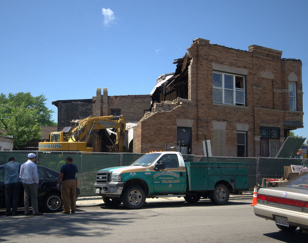 Demolition begins on the former Standard Brewery tied house, viewing from Hamlin Avenue, early afternoon on Monday, July 13th. (Gabriel X. Michael/Chicago Patterns)