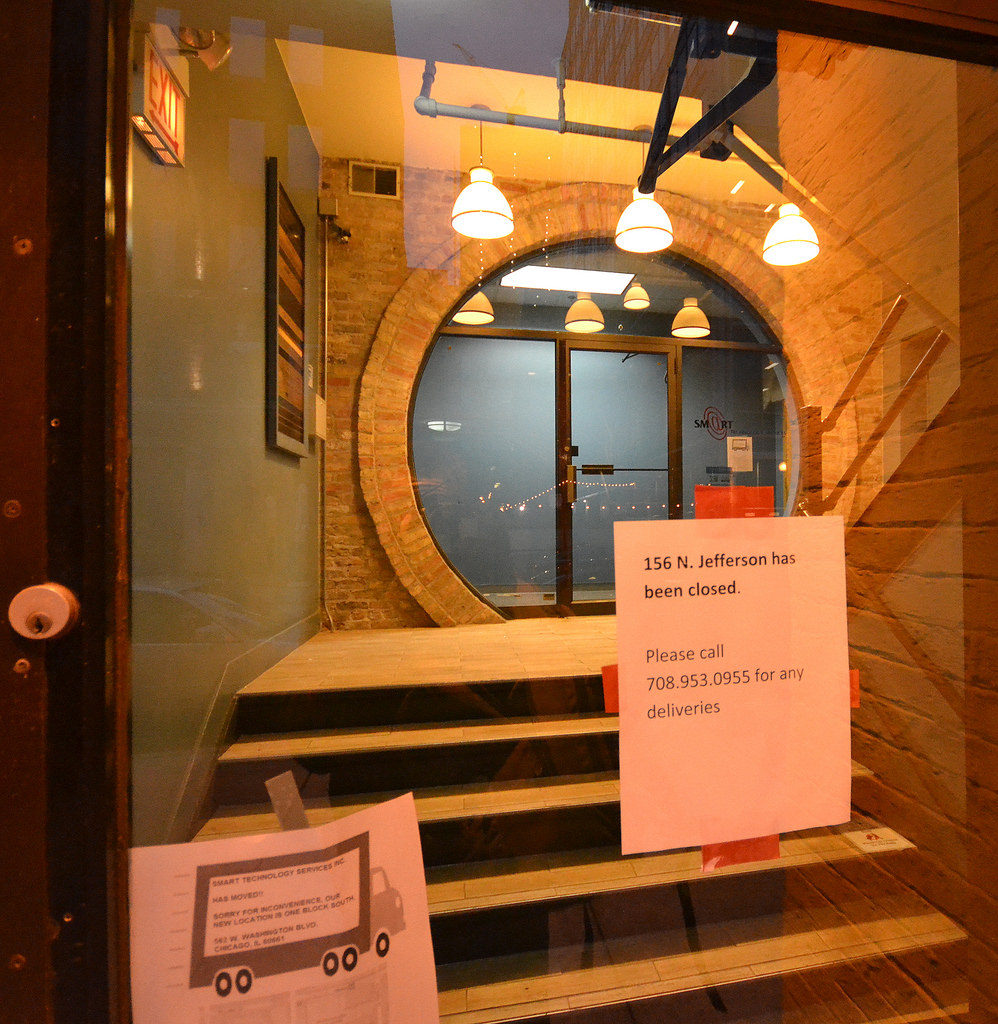 Front entrance at 156 North Jefferson Street, indicating the building offices have been closed for business. [Gabriel X. Michael/Chicago Patterns]