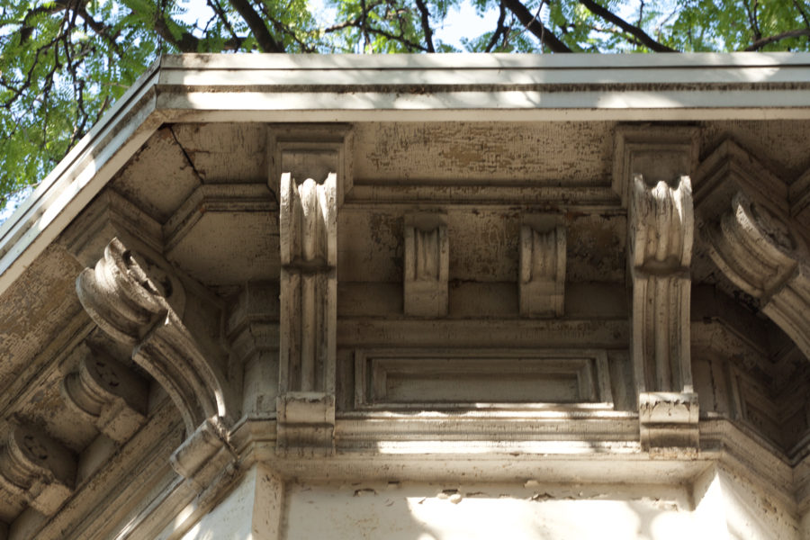 Cornice bracketing [John Moris/Chicago Patterns]