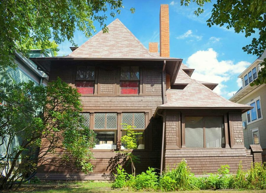 The shingled-styled George W. Smith House in Oak Park was designed four years after the Charnley House. [Rachel Freundt/Chicago Patterns]