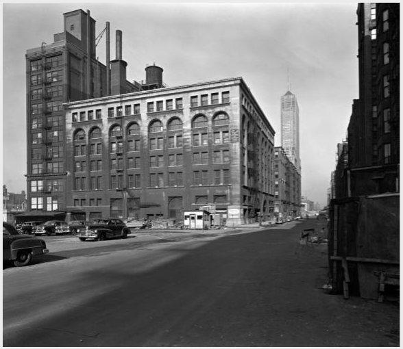 Adler & Sullivan's Walker Warehouse (1888) not long before its demolition in 1953. [Richard Nickel Archive]